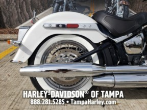 Harley-Davidson<sup>®</sup> 2020 Deluxe thumb 1