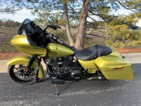 2020 FLTRXS Eagle Eye Road Glide<sup>®</sup> Special thumb 1