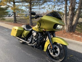 2020 FLTRXS Eagle Eye Road Glide<sup>®</sup> Special thumb 3