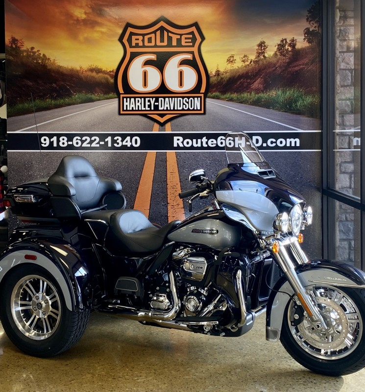 MIdnight Blue/Barracuda Silver 2020 Harley-Davidson® Tri Glide® Ultra