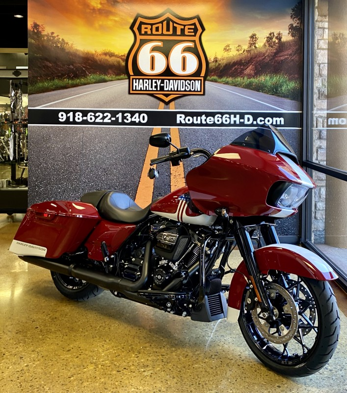 Billiard Red/Stone Washed White 2020 Harley-Davidson® Road Glide® Special
