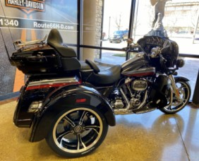 Black Stardust w/ Magnetic Gray & Wicked Red 2020 Harley-Davidson® CVO™ Tri Glide® thumb 1