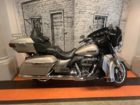 2018 Harley-Davidson® Electra Glide® Ultra Classic® thumb 3