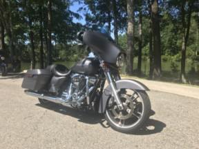 FLHXS 2017 Street Glide Special thumb 2