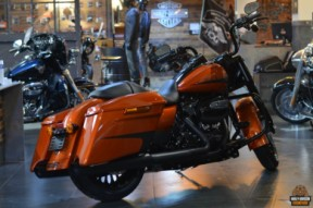 2019 Road King Special thumb 0