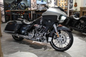 2019 CVO Road Glide thumb 3