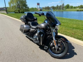 2017 Harley-Davidson® Ultra Limited Low thumb 2