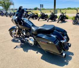2017 Harley-Davidson<sup>®</sup> Street Glide® FLHX thumb 2