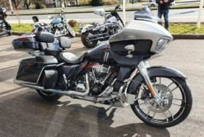 2019 CVO Road Glide thumb 2