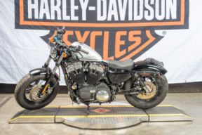 XL 1200X 2011 Forty-Eight<sup>®</sup> thumb 3