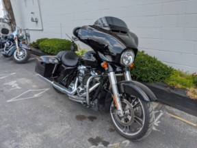 2017 Harley-Davidson® Street Glide® Special thumb 3
