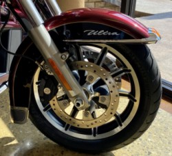Mysterious Red/Blackened Cayenne 2014 Harley-Davidson® Electra Glide® Ultra Classic® thumb 3