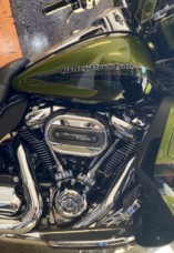 Spike Olive/Serpentine Green 2017 Harley-Davidson® CVO™ Limited thumb 2