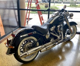 Midnight Blue/Barracuda Silver 2019 Harley-Davidson® Deluxe FLDE thumb 1