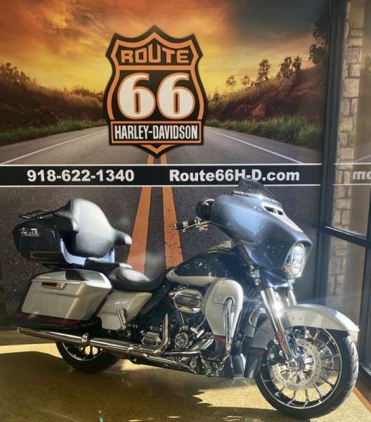 Charred Steel/Lighting Silver 2019 Harley-Davidson® CVO™ Street Glide®