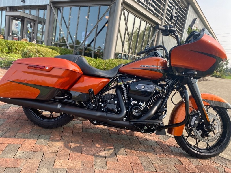 2020 Harley-Davidson Road Glide Special FLTRXS with Rinehart slip on mufflers!