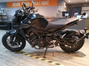 YAMAHA MT-09 thumb 1