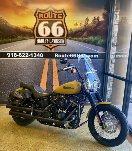 Rugged Gold Denim 2019 Harley-Davidson® Street Bob® FXBB
