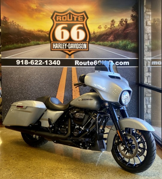 Barracuda Silver 2019 Harley-Davidson® Street Glide® Special FLHXS
