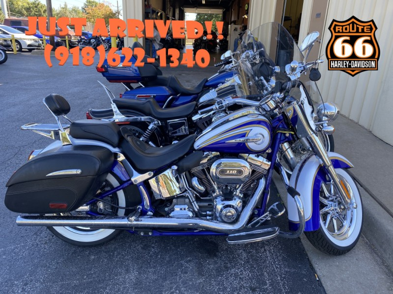 White Gold/Cobalt Pearl 2014 Harley-Davidson® CVO™ Softail Deluxe®