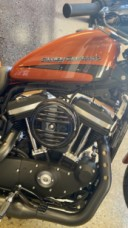 Scorched Orange/ Silver Flux 2020 Harley-Davidson® Iron 883™ XL883N  thumb 2
