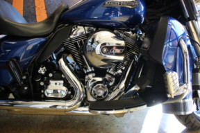 Superior Blue 2016 Harley-Davidson® Electra Glide® Ultra Classic® Low FLHTCUL thumb 2