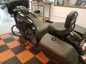 2019 Harley-Davidson<sup>®</sup> Heritage Classic 114 FLHCS thumb 0