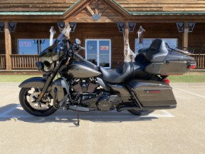 2020 HARLEY-DAVIDSON® FLHTK/B ULTRA LIMITED W/ BLACK OPTION thumb 3