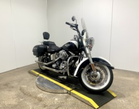 2005 Harley-Davidson® Softail® Deluxe FXSTN  thumb 3