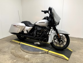 2020 Harley-Davidson® Street Glide® Special FLHXS thumb 3