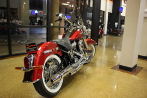 Wicked Red/Twisted Cherry 2019 Harley-Davidson® Deluxe FLDE thumb 2