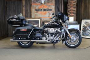 2010 Harley-Davidson® Road King® thumb 3