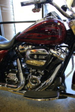 Hard Candy Hot Rod Red Flake 2017 Harley-Davidson® Road King® FLHR thumb 2