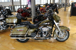 Used 2007 Harley-Davidson® Electra Glide Ultra Classic FLHTC thumb 2
