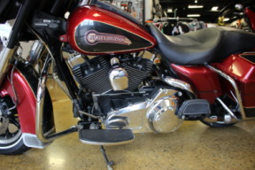 Fire Red/Black Pearl 2007 Harley-Davidson® Electra Glide® Classic FLHTC thumb 2
