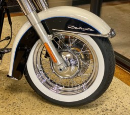 Birch White/Midnight Pearl 2013 Harley-Davidson® Softail® Deluxe FLSTN thumb 2