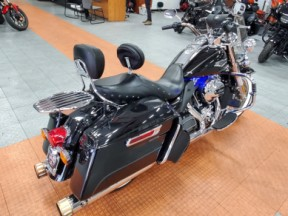 FLHR 2016 Road King<sup>®</sup>  thumb 2