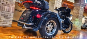 2016 Harley-Davidson® Tri Glide® Ultra : FLHTCUTG for sale near Wichita, KS thumb 1