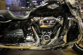 Black 2018 Harley-Davidson® Road King® FLHR thumb 2