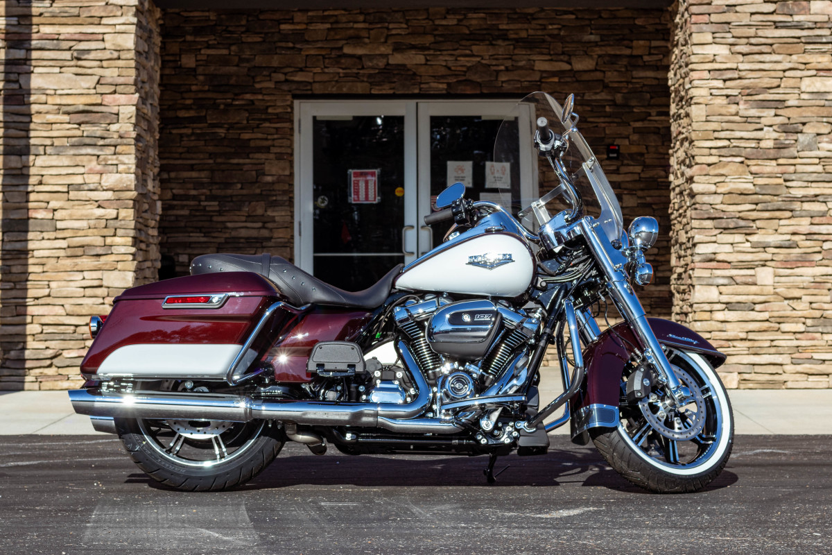 2021 Harley-Davidson® Road King® Midnight Crimson & Stone Washed White Pearl
