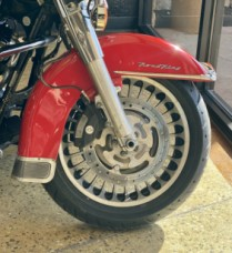 Scarlet Red/Vivid Black 2010 Harley-Davidson® Road King® FLHR thumb 2