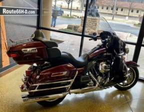 Mysterious Red/Blackened Cayenne Sunglo 2014 Harley-Davidson® Electra Glide® Ultra Classic® FLHTCU thumb 0