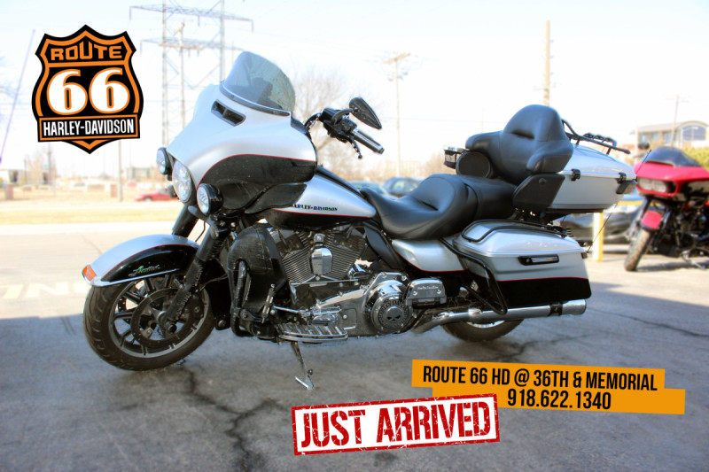Two-Tone Brilliant Silver 2015 Harley-Davidson® Ultra Limited FLHTK