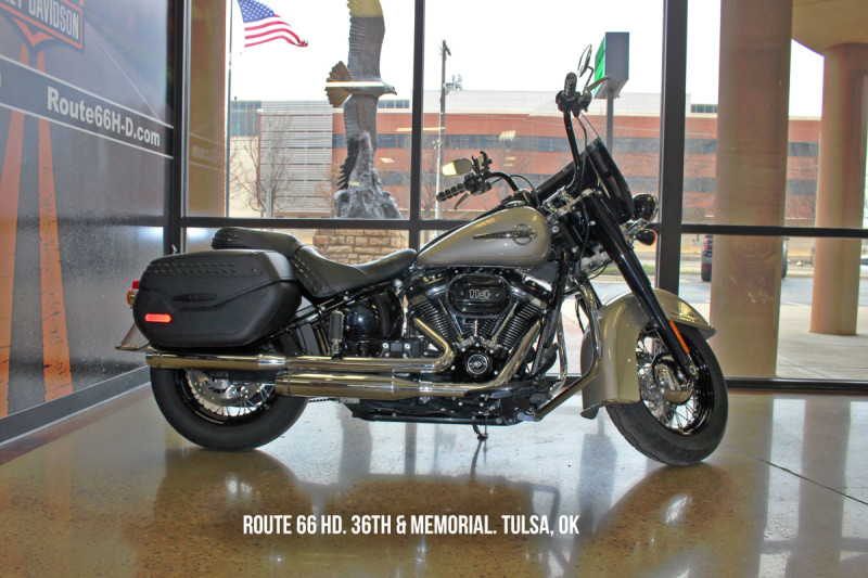 Silver Fortune 2018 Harley-Davidson® Heritage Classic 114 FLHCS