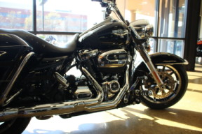 2017 Road King FLHR Black w/pinstripe thumb 2