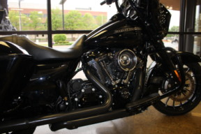 Black 2018 Harley-Davidson® Street Glide® Special FLHXS thumb 2