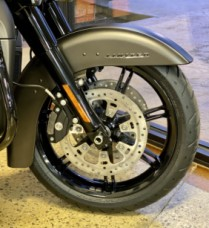 River Rock Gray Denim / Black Denim – Black Finish 2021 Harley-Davidson® Ultra Limited FLHTK thumb 3