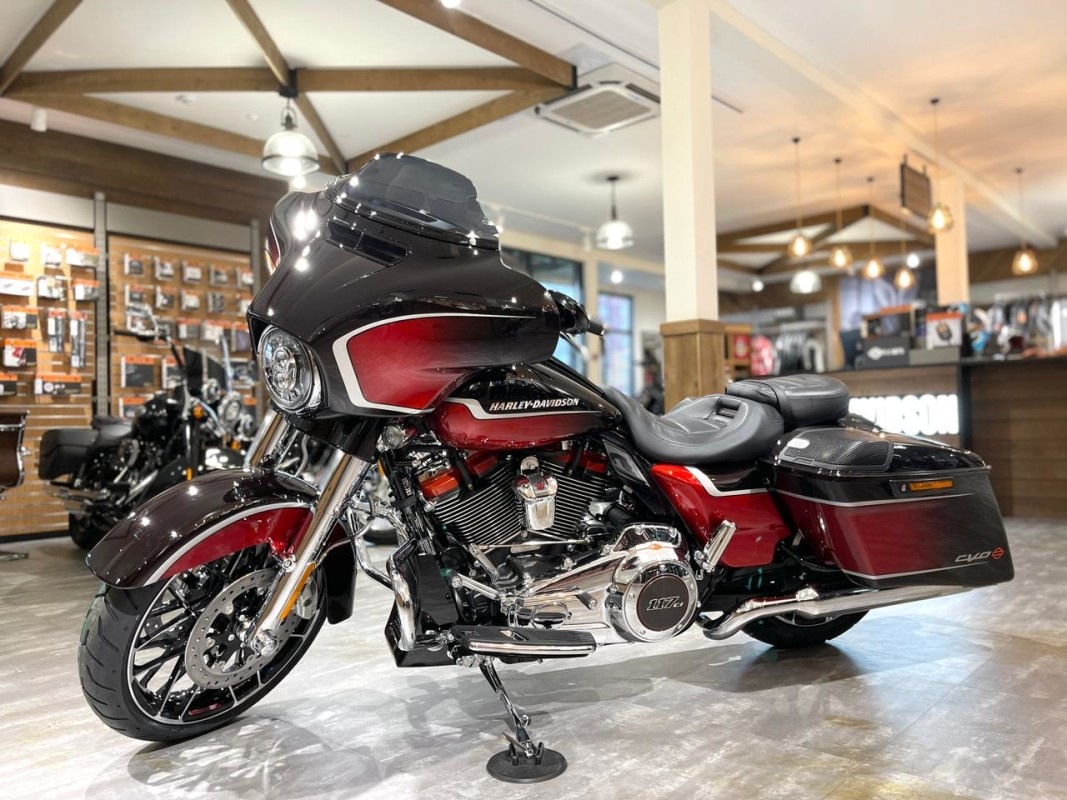 2021 Harley-Davidson CVO Street Glide (Sunset Orange Fade & Sunset Black)